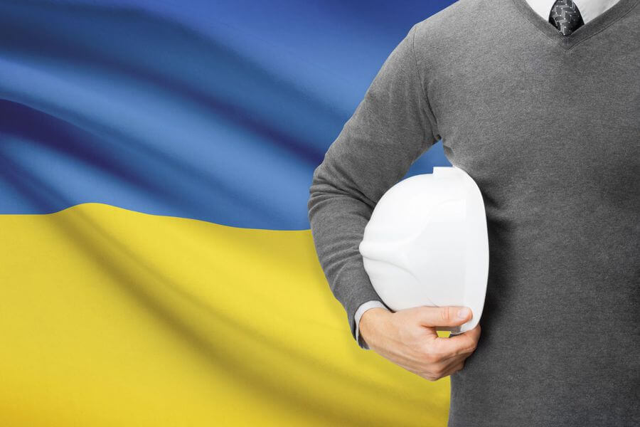 Architekt z flaga Ukrainy w tle